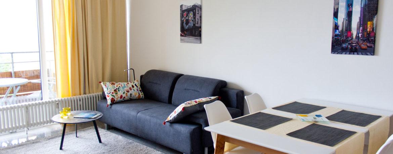 Wohnzimmer_Sofa_Esstisch
